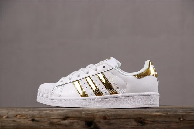 Top quality Adidas shoes replica for sale at lowest price.
